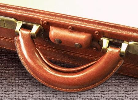 травматический пистолет в сумке